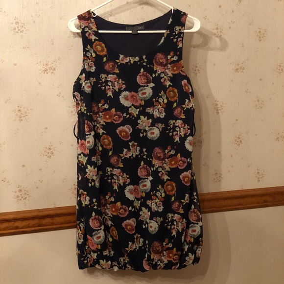 Dresses & Skirts - Dark blue mini with floral